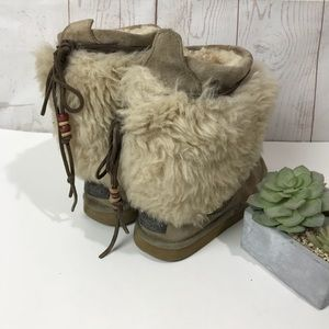 Ugg Rainier Limit edition Boots Sz 8